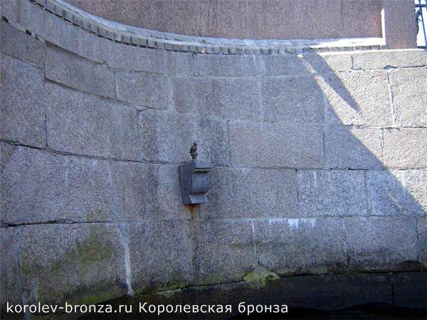 Бронзовый памятник Чижику Пыжику